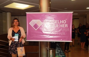 Juliane Ebling fez parte do evento que sorteou kits da linha Eau Thermale Cataratas.